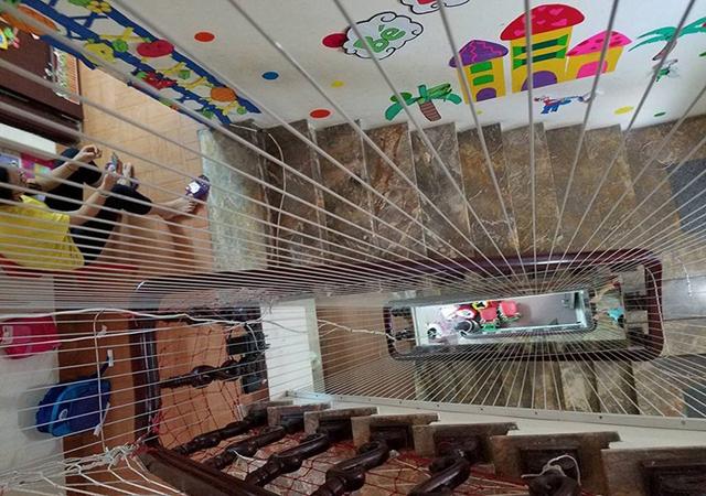 Thi công lưới cầu thang trường mầm non-03