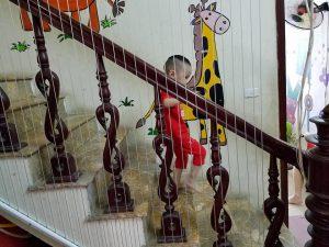 Lắp lưới cầu thang trường mầm non bảo vệ tính mạng cho con trẻ