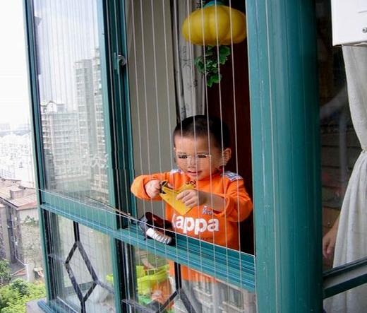 lưới bảo vệ an toàn cho bé
