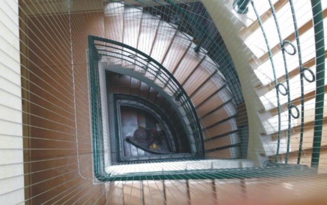 Lưới an toàn lắp khu vực cầu thang