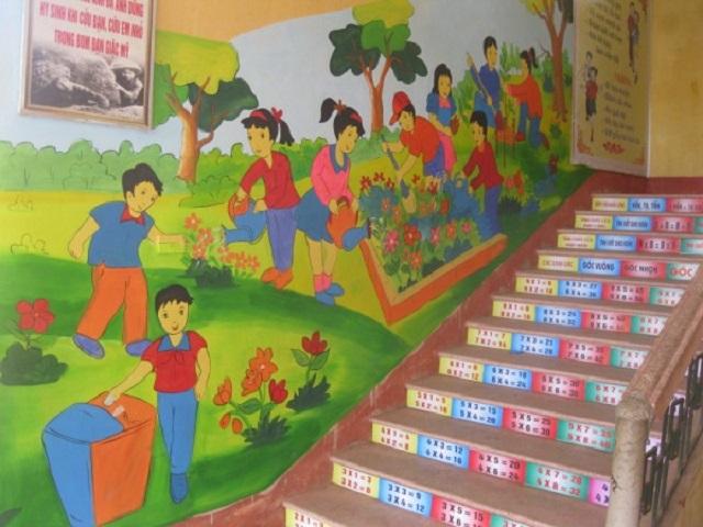 trang trí cầu thang trường mầm non 2