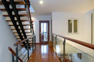 Cách bố trí cầu thang trong nhà hẹp giúp tiết kiệm diện tích